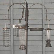 Vogelfutterstation mit Standfuß