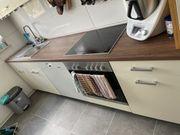 Küche in Beige mit Holzoptik