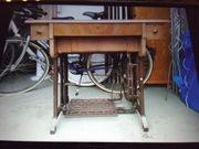 Alte Nähmaschine VESTA mit Tisch