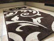 Brauner Teppich mit Muster