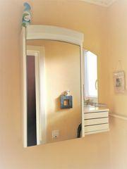 Badspiegelschrank stabil Lampe Steckdose weiß