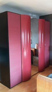 Roter Schlafzimmerschrank