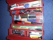 Blechwerkzeugkiste mit Werkzeug