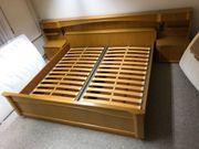 Gut erhaltenes Doppelbett