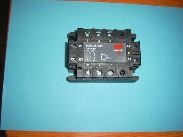 Biete 1 Halbleiter-Relais Typ RZ3A
