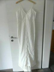 Hochzeitskleid mit kleiner Schleppe von
