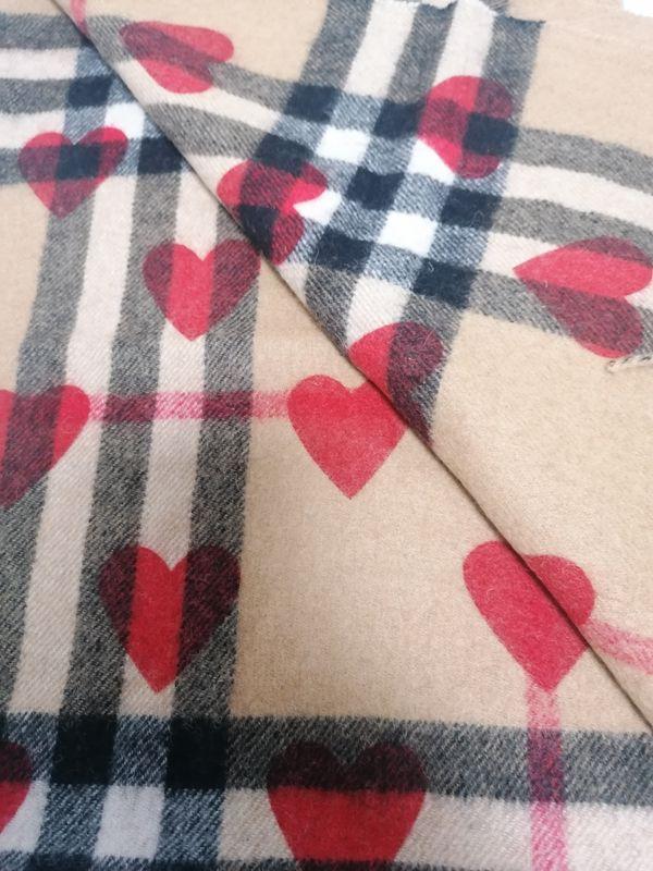 Burberry Schal mit Herzen Neu