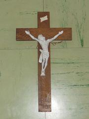 unterschiedliche vintage Krutzifix Kreuz zu