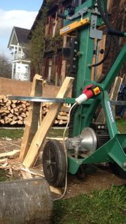 Brennholz - Hartholz - fein gespalten