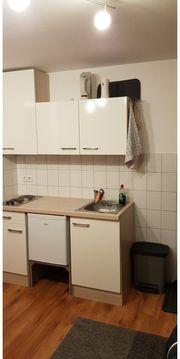Küchenzeile mit Hängeschränken