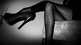 Wer liegt mir zu Füßen und erfüllt mir meine erotischen Fantasien?