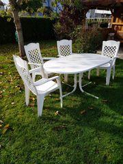 Gartentisch mit Stühen