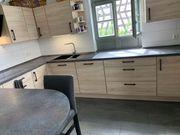 Ganze Küche m Induktionsplatte Umlaufherd