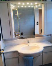 Spiegelschrank Waschbecken und Unterschrank