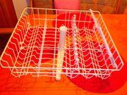 Spülmaschinenkorb mit Wasserverteiler für oben