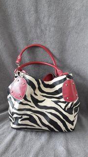Handtasche in Zebrastreifen-Look mit rosa