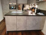 Neuwertige moderne Einbauküche inkl E-Geräten