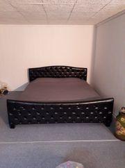 Bett mit Matratze Rahmen und