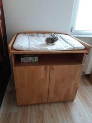 Gitterbett und Wickeltisch von Herlag
