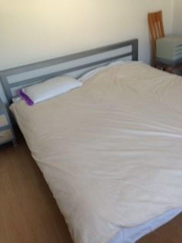 Schlafzimmer Schrank Bettanlage und Matratzen