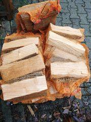 Kaminholz Brennholz im Raschelsack