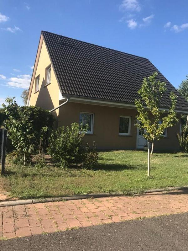Freistehendes Einfamilienhaus in schöner grüner