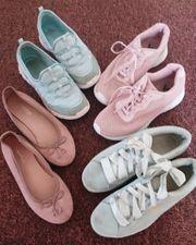 Sneaker und Ballerina in Gr