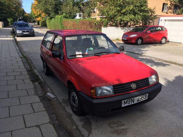 Roter VW Polo Fox Kombi