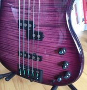 Human Base 5-String Jonas Bass