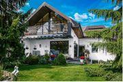 Geräumiges Architektenhaus mit Schwimmbad und