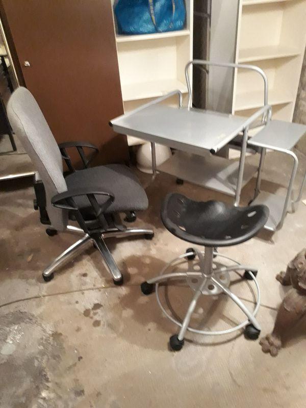 Computertisch inkl 2 Stühle