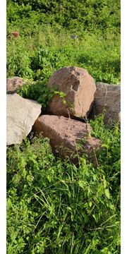 Sandsteine rot Findlinge und Granit