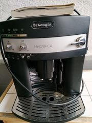 Defekte Kaffeemaschine DeLonghi schwarz
