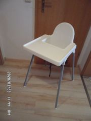 Kinderstuhl mit Sitzgurt in weiss