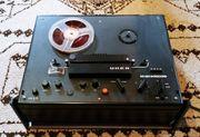 4 alte Tonbandgeräte und 1