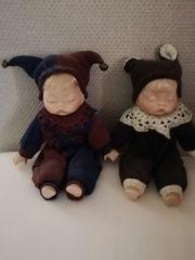 Zwei niedliche Babypuppen mit Porzellanteilen