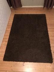 Dunkelbrauner Teppich