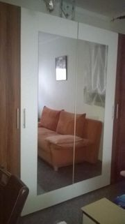 Schrank mit 4 Spiegel Türen