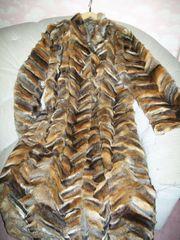 Wertvoller Fuchs-Pelzmantel