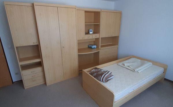 Schlafzimmer Kinderzimmer Kleiderschrank Schreibtisch Bett