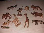 10 Afrikanische geschnitzte kleine Holztiere
