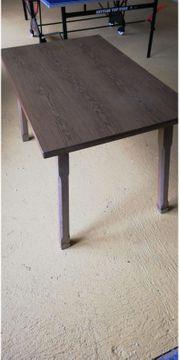 Brauner Holztisch zu verschenken