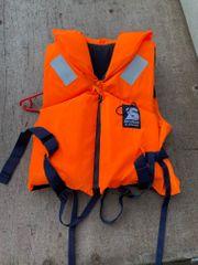 Rettungswesten und Schwimmhilfen