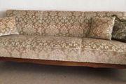 schönes Sofa im Biedermeier-Stil mit