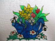 Gießkanne mit Narzissen und Tulpen