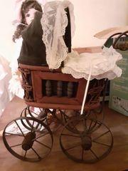 Puppenwagen Porzellan-Puppe