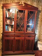 Herrenzimmer- Schreibtisch-Bücherschrank