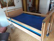 Hochwertiges elektrisches Pflegebett mit Überbreite