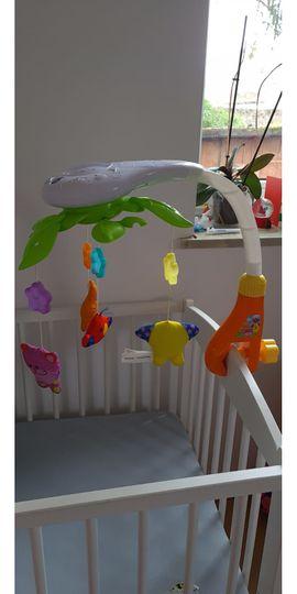 Babybett Crib Mobile mit Lichtern und Musik. Musical Crib Mobile mit Projektor, Spieluhr für Babybet