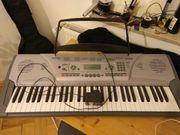 Keyboard mit Soundeffects und Notenhalter